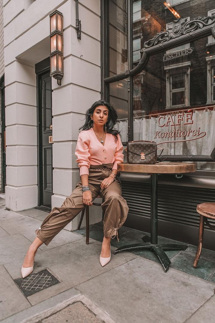 hopStyle #LooksChallenge #ContributingEditor #Winter #TrendToWatch #Petite #CargoPnts #PinkSweater #Pink #Prada #LouisVuitton