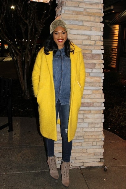 Casual night out in my new favorite yellow coat! #WeekendStyle #YellowCoat #HowToWearYellow