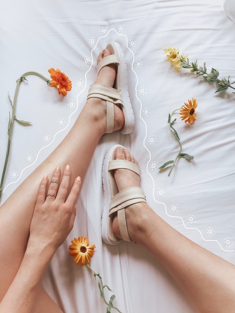 Your new FAVORITE sandal for this summer!! So comfy and on trend. #ShopStyle #shopthelook #SpringStyle #MyShopStyle #SummerStyle #BirthdayParty #BeachVacation #FestivalLooks #NYFW #WearToWork #BlackTieLooks #WeddingGuestLooks #GirlsNightOut #DateNight #OOTD #TravelOutfit #WeekendLook #summerstyle #sandals #SUMMERFASHION #styleblogger #seattleblogger #doodle #sandals #comfyshoes #shoes #shoeaddict