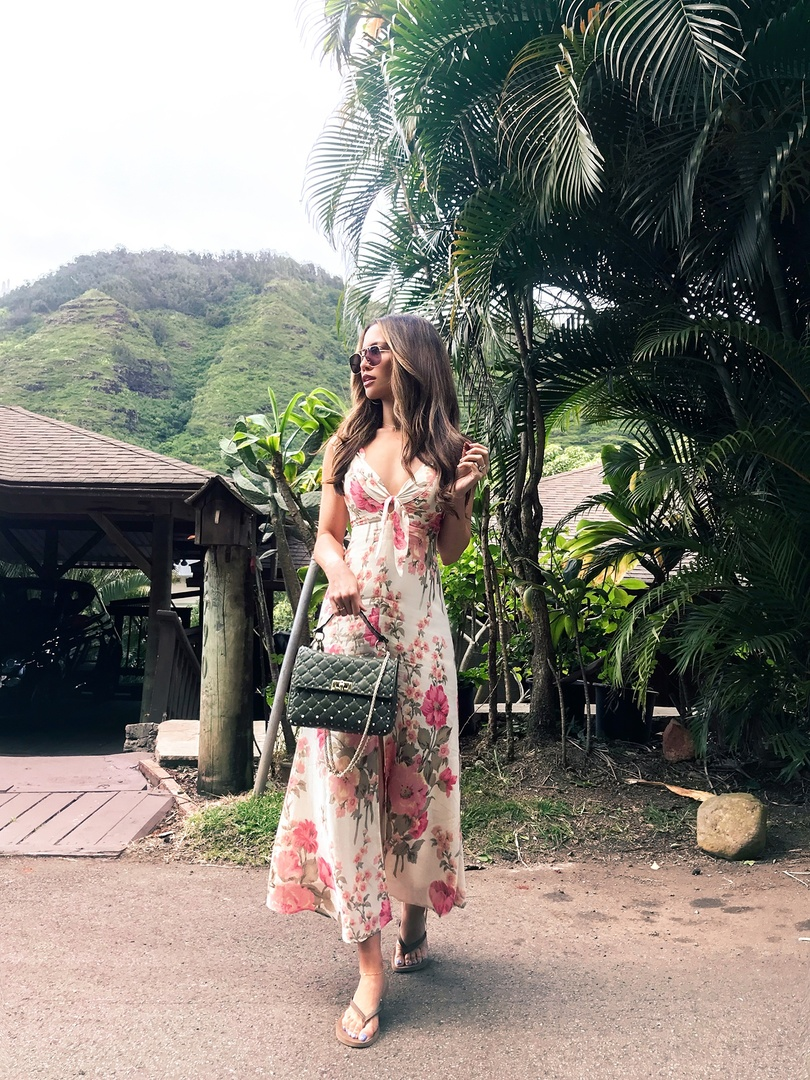 Beautiful day in hawaii! #ShopStyle #shopthelook #SpringStyle #SummerStyle #MyShopStyle #BeachVacation #WeekendLook #TravelOutfit #OOTD #Valentino #Reformation