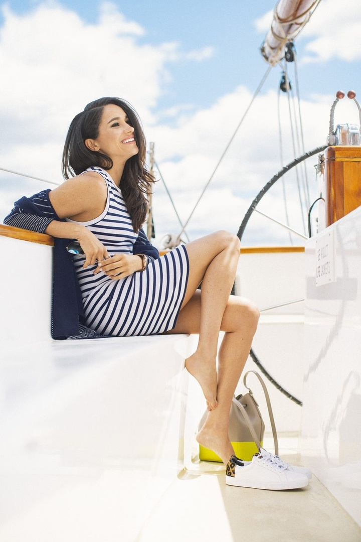 Meghan Markle inspired summer outfit. Cute casual dress. #SummerStyle #MeghanMarkle #BeachVacation #Boating #shopthelook