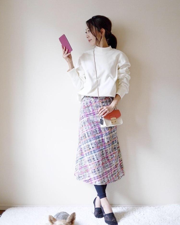 スウェットと巻きスカートの春コーデです。スウェットはユニクロユー、スカートはiloitooのもの❤︎❤︎この春は再びフルラのメトロポリスがくるとか…❤︎大人っぽい春の色味のメトロポリスが欲しいです☆☆#春コーデ #フルラ #furla #スウェット #巻きスカート #ShopStyle #MyShopStyle