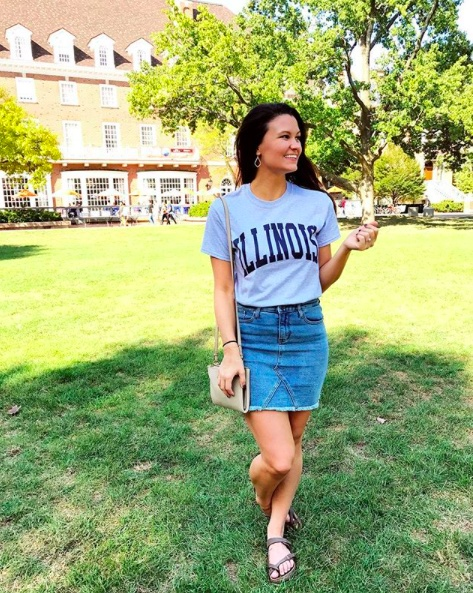 Pretending I'm a U of I alum. Pretending I'm not stressed out about everything happening in Tampa Bay bc #HurricaneIrma. #ssCollective #ShopStyleCollective #MyShopStyle #springstyle #mylook #ootd  #summerstyle #lookoftheday #currentlywearing #wearitloveit #getthelook #todaysdetails #denimskirt #illini #gameday