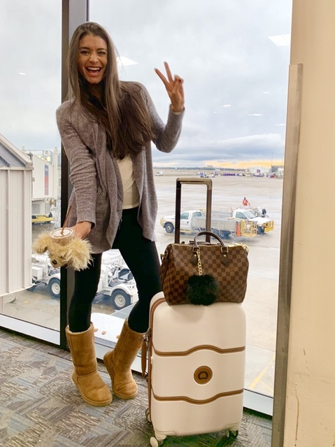te pocket T-shirt, spanx leggings, and uggs! #airportoutfit #traveloutfit #travelstyle #spanxleggings #uggsoutfit #comfystyle