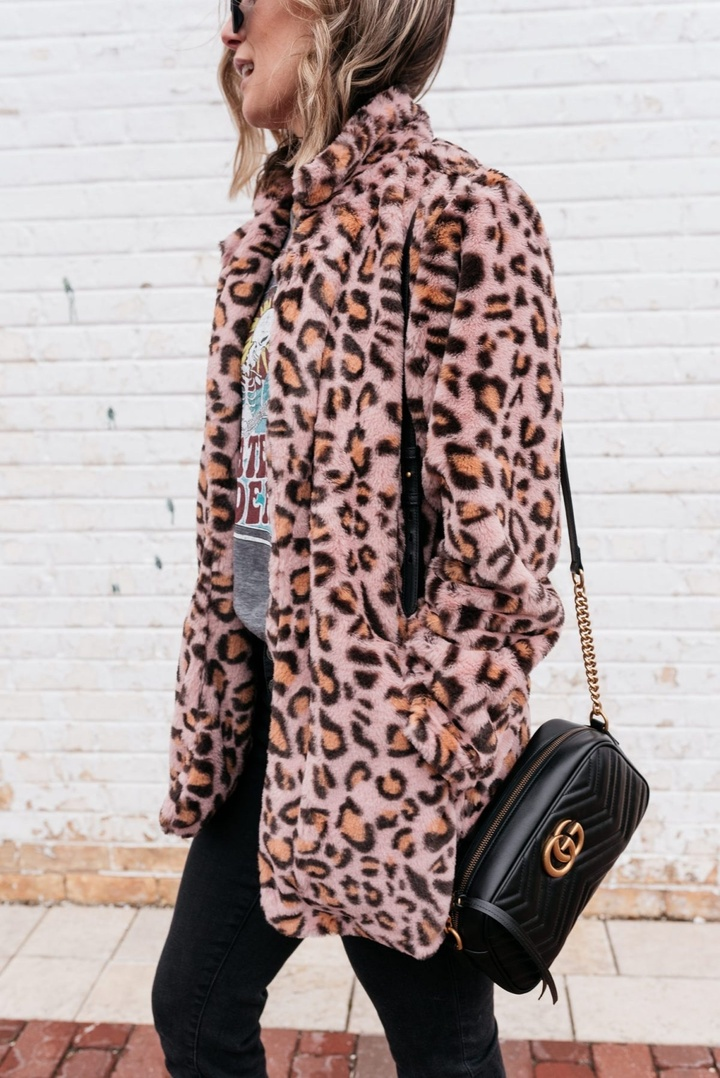 Mixing high + low with this $20 leopard teddy coat on mykindofsweet.com today! Also sharing some damn good Gucci mule dupes 😉 Link in bio or SHORTCUT swipe up in stories 🖤 #LooksChallenge #ShopStyle #MyShopStyle #ContributingEditor