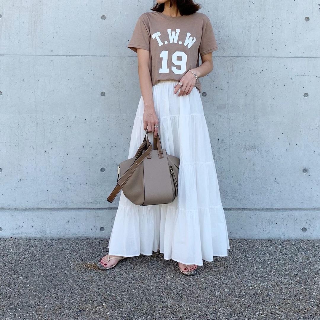 ロゴTには、やっぱりボトムスはスカート合わせがカジュアルになりすぎないから好き♡白のスカートは去年購入したプチプラのものだけど、1着あるとかなり重宝します𓀂✧