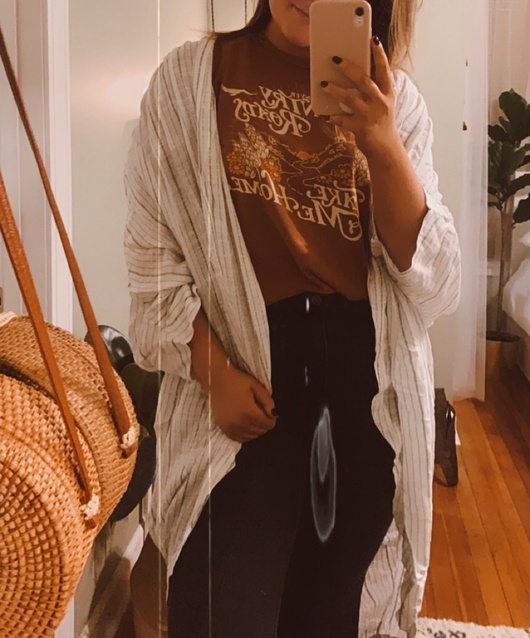 Just got in these new FP pieces and I'm in love 😍 wearing a L in the tee and a 30 in the pants - the kimono is OS!