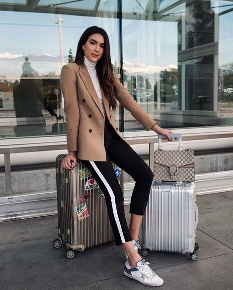 See you soon NY ✈️ #wearitloveit #getthelook #todaysdetails #currentlywearing #fallfashion #ootd #camel #theory #airport #joggers #goldengoose #stripes #turtleneck