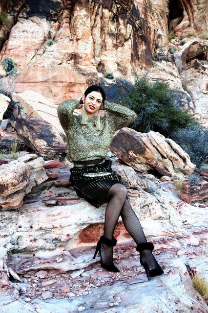 Travel #Lifestyle #gold #holidayseason #partylook #party #pleatskirt #sweater #glitter #model #vegasblog #festiveoutfits #nye
