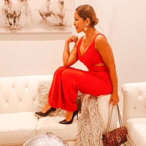 """ut.""""    #miamifashionspotlight #lissetterondon #ladyinred #jumpsuit #myshopstyle #shopstyle #miamifashionblogger #fashionblog"""