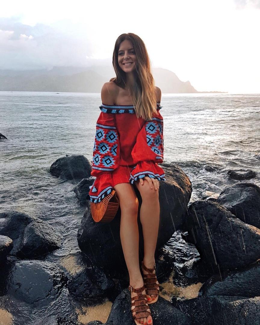 Aloha from Kauai! 🌺 it rains a lot here but I don't mind ✨    #kauai #hawaii #whatiwore #ootd #travelblog #travelblogger#blogger #pinterest #inspo #fashionblogger #blog #fashionblog #instablog #instafashion #outfitinspo #instastyle #ootdmagazine #igstyle #styleblogger #instagood #personalstyle #wiw #igfashion #hairinspo #ombre