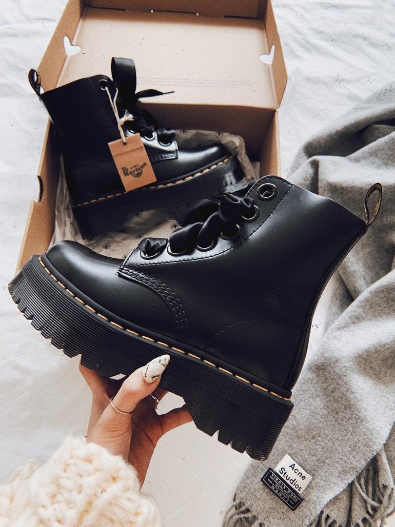 tformboots #ShopStyle #MyShopStyle #ContributingEditor #Winter #Flatlay #Lifestyle #TrendToWatch #Petite #laceup #white #ootd