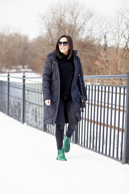 #merrypeople #merrypeopleboots #gumboots #chelseaboots #winterstyle #winteroutfit #witnerfashion #fashionblog #fashionover40