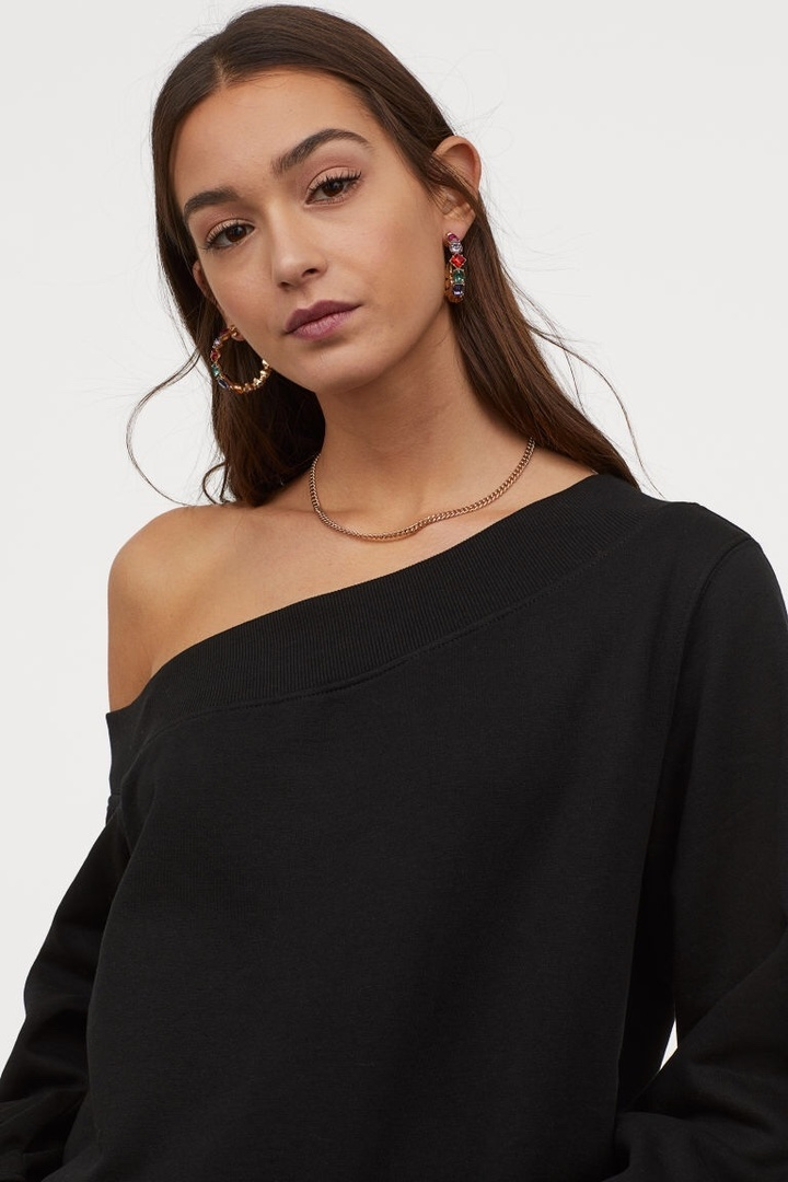 Look by Jennifer sattler featuring H&M - One-shoulder Sweatshirt - Black