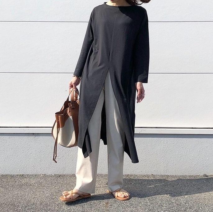 大きなスリットが可愛いロングトップス❁✧✧私は157cmでSサイズを着用しています𓅮
